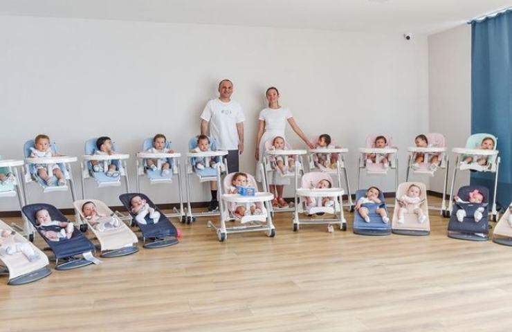 Kristina e il marito con i 20 figli (Instagram)
