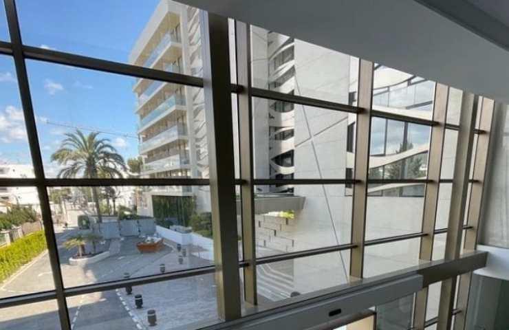Ragazza italiana i balconi (Instagram)