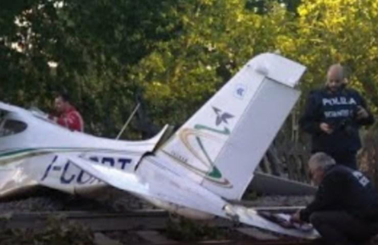 piccolo aereo precipita