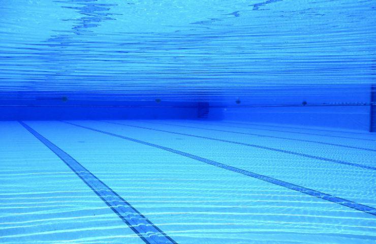 Quindicenne muore dopo essersi tuffato in piscina