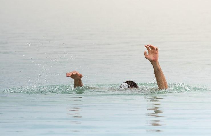 tragedia in mare annegare