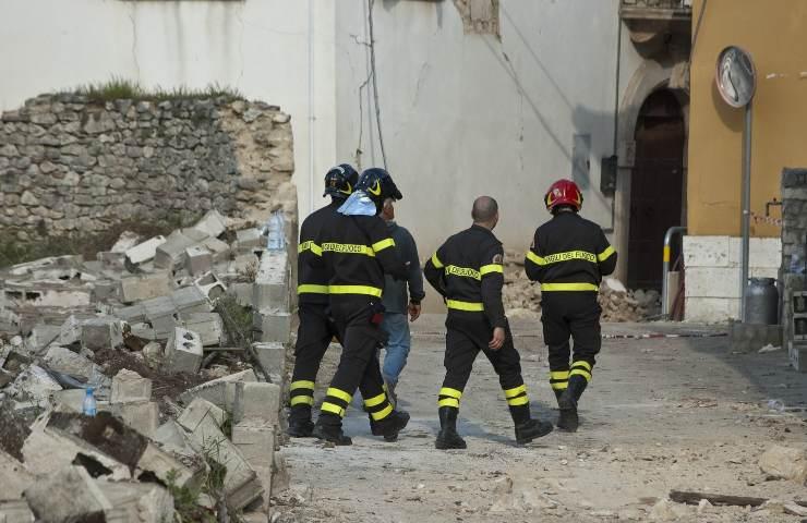 crollo del campanile vigili del fuoco